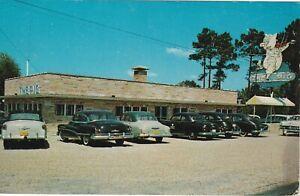 Jesup-GA-The-Pig-Bar-B-Que-Exterior-and-Signage-Classic-Cars-Parked-1969