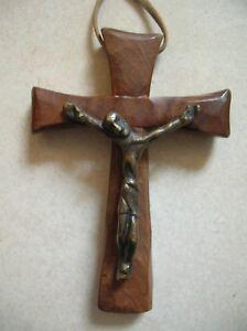 Ancien Crucifix Croix Catholique Signe G Moutie Sur Bois D Olivier De 10 Cm Ebay