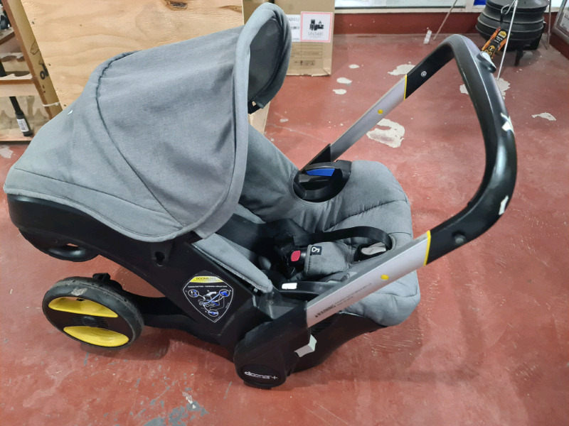 Doona Infant Car seat and baby stroller R4'499