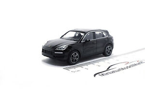 870067201-Minichamps-Porsche-Cayenne-2017-negro-1-87