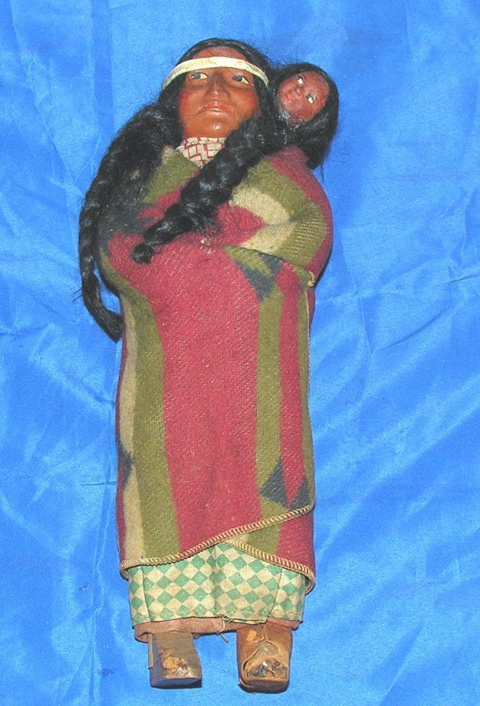 Antiguo Vintage Muñeca de madera y composición indio Skookum, madre W Papoose Bebé