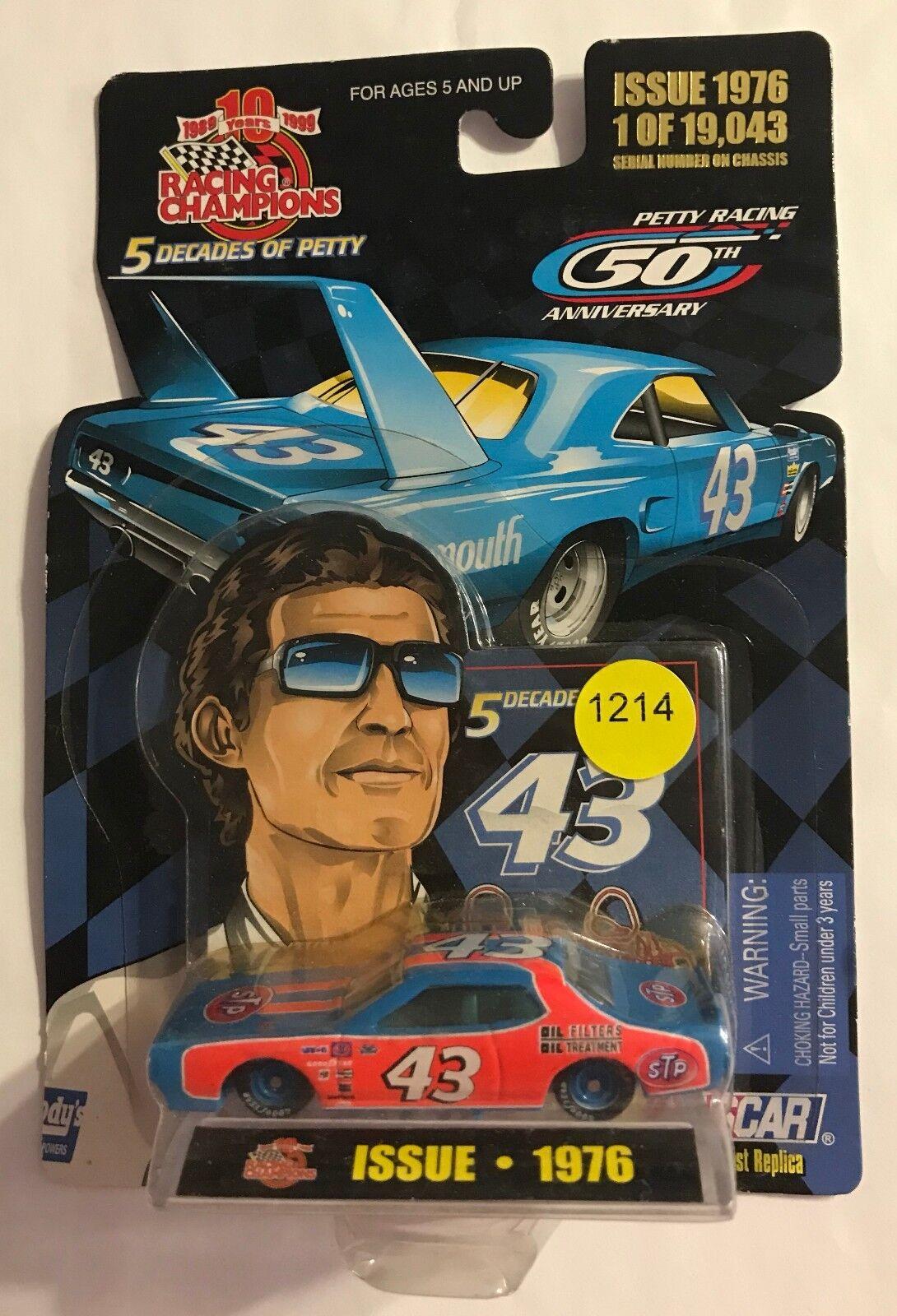64TH RACING RACING RACING CHAMPION 5 DECADES OF PETTY 1976  RICHARD PETTY dcddd0