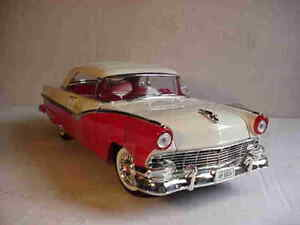 1956-Ford-Fairlane-Sunliner-Red-White-1-18-Ertl-American-Muscle-32076
