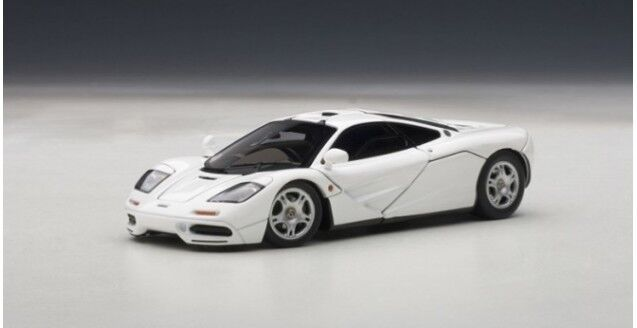 MCLAREN F1 blanco WITH OPENINGS 1 43 DIECAST Coche MODEL BY AUTOART 56003