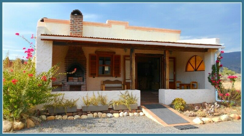 Luxury Cottage with Jacuzzi in the Klein Karoo on Route 62 rates from R750