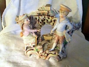 GROUPE-FIGURINES-SOLIFLORES-BISCUIT-PORCELAIN-FIGURINES-VASE