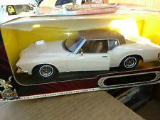 Road Signature Die Cast Model 1971 Buick Riviera GS 1:18 1//18 Scale