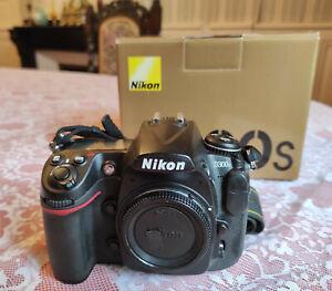 Nikon D300s batterie/chargeur/boite/papiers 15,250 clicks TBE
