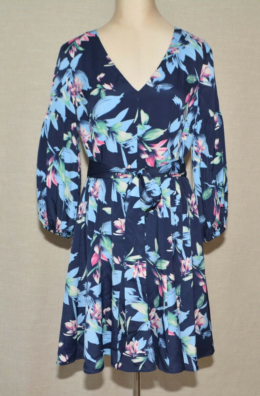 Eliza J Balloon Sleeve Sleeve Sleeve Fit & Glare Dress Navy Floral Petite 10 Fits PM   138 NWT 481fbf