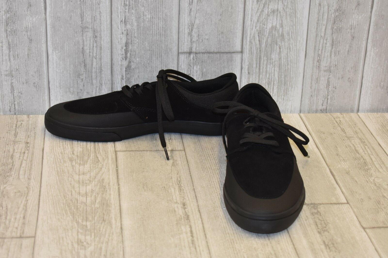 Globe Chase Casual Lace Up shoes - Men's Size 11 - Black