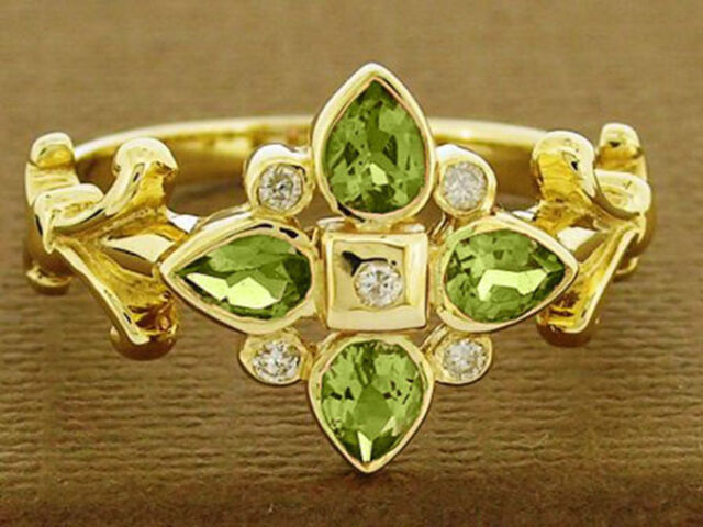 R079- Genuine 9ct Gold NATURAL Peridot & Diamond Ring Blossom Flower size M