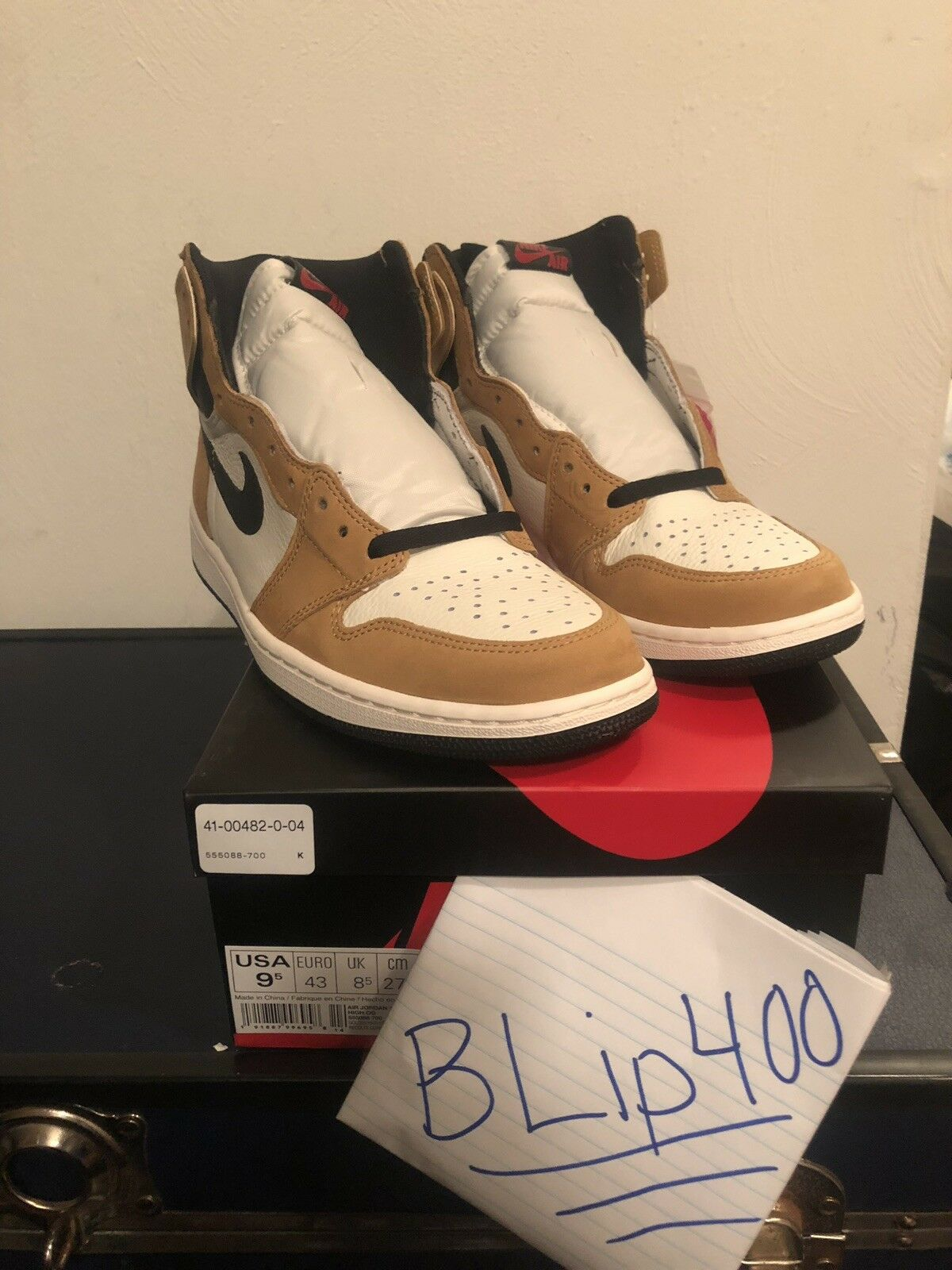 Nike Air Jordan 1 Retro High OG Rookie Of The Year DS New Size 9.5 555088-700