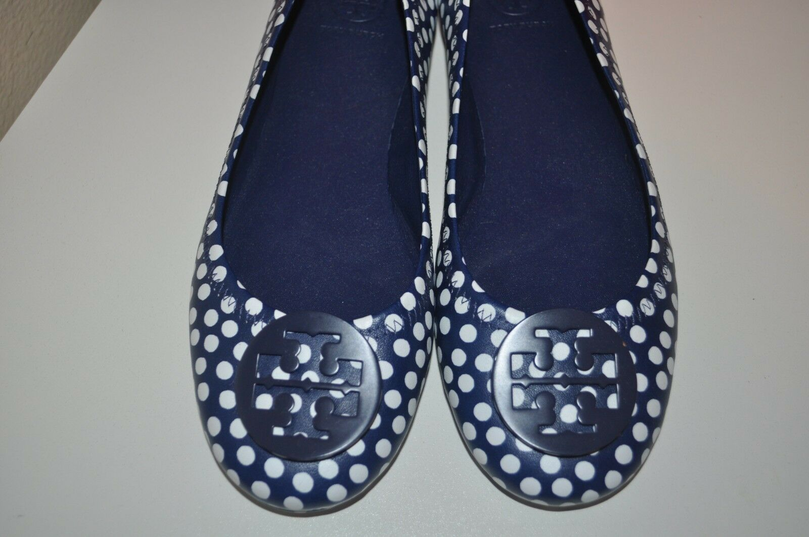 NEW NEW NEW TORY BURCH MINNIE TRAVEL NAVY SEA LEATHER POLKA DOTS BALLET FLATS 9.5 M 1ca8a5