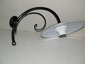 Lampada da parete sferica esterno in ferro battuto con piatto