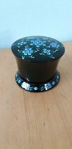 Vintage-Hand-Painted-Black-wooden-Lacquered-Floral-Trinket-Treasure-jewel-box