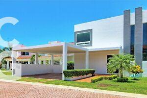 Casa en Venta en Cancun en Residencial Isla Dorada con 4 Recamaras