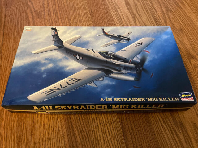 1//72 Hasegawa A-1H SKYRAIDER w// SPECIAL BOMB #51464