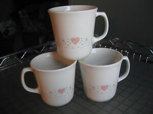 Vintage-Corning-Forever-Yours-Coffee-Mugs-Set-of-3-USA-Pink-Hearts-Mugs