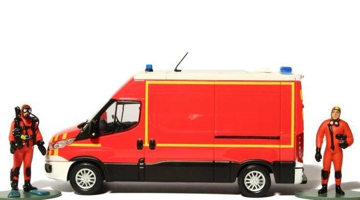 1 43 CAMION POMPIERS FOURGON IVECO DAILY 2014 + 2 figurines + 2 decals MOMACO120