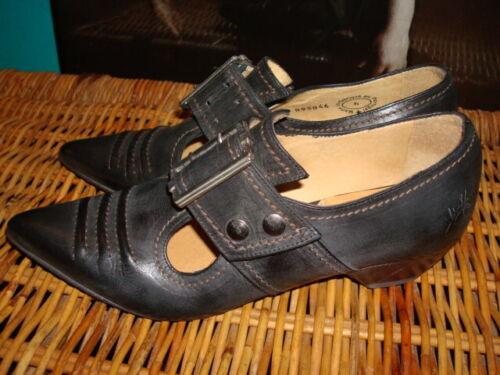 John Fluevog 6 black flats low heel