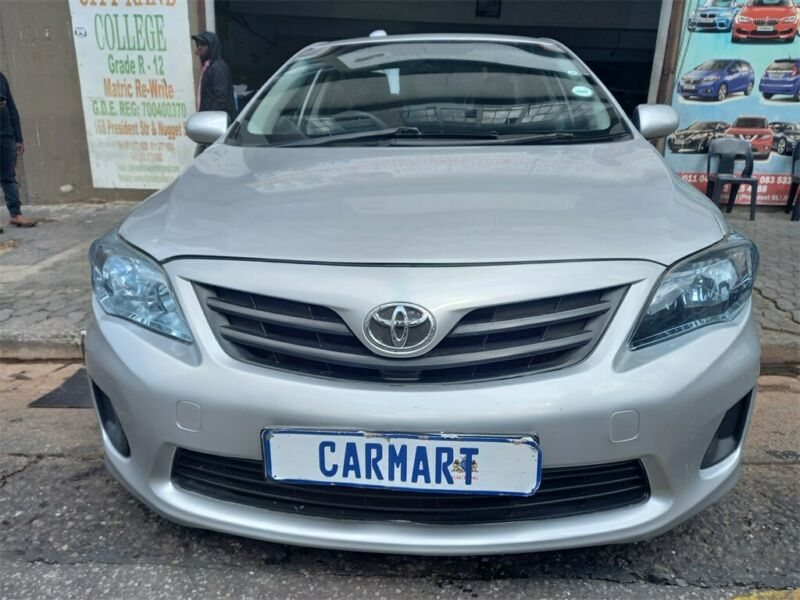2015 Toyota Corolla Quest 1.6, Silver with 72000km available now!