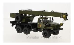 47046-Premium-ClassiXXs-Ural-4320-NVA-Kranwagen-1-43