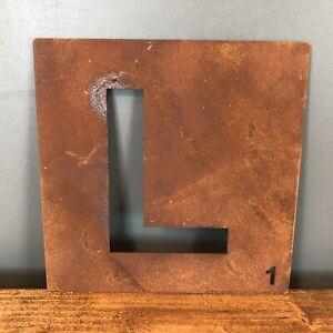 Bien éDuqué Rusty Metal Scrabble Lettre Tuile Wall Decor Art Lettrage Personnalisé Vintage L-afficher Le Titre D'origine Lissage De La Circulation Et Des Douleurs D'ArrêT