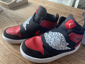 Kids Nike Jordan Trainers Size 1.5UK 33