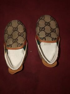 Gucci-Baby-GG-Crib-Shoes