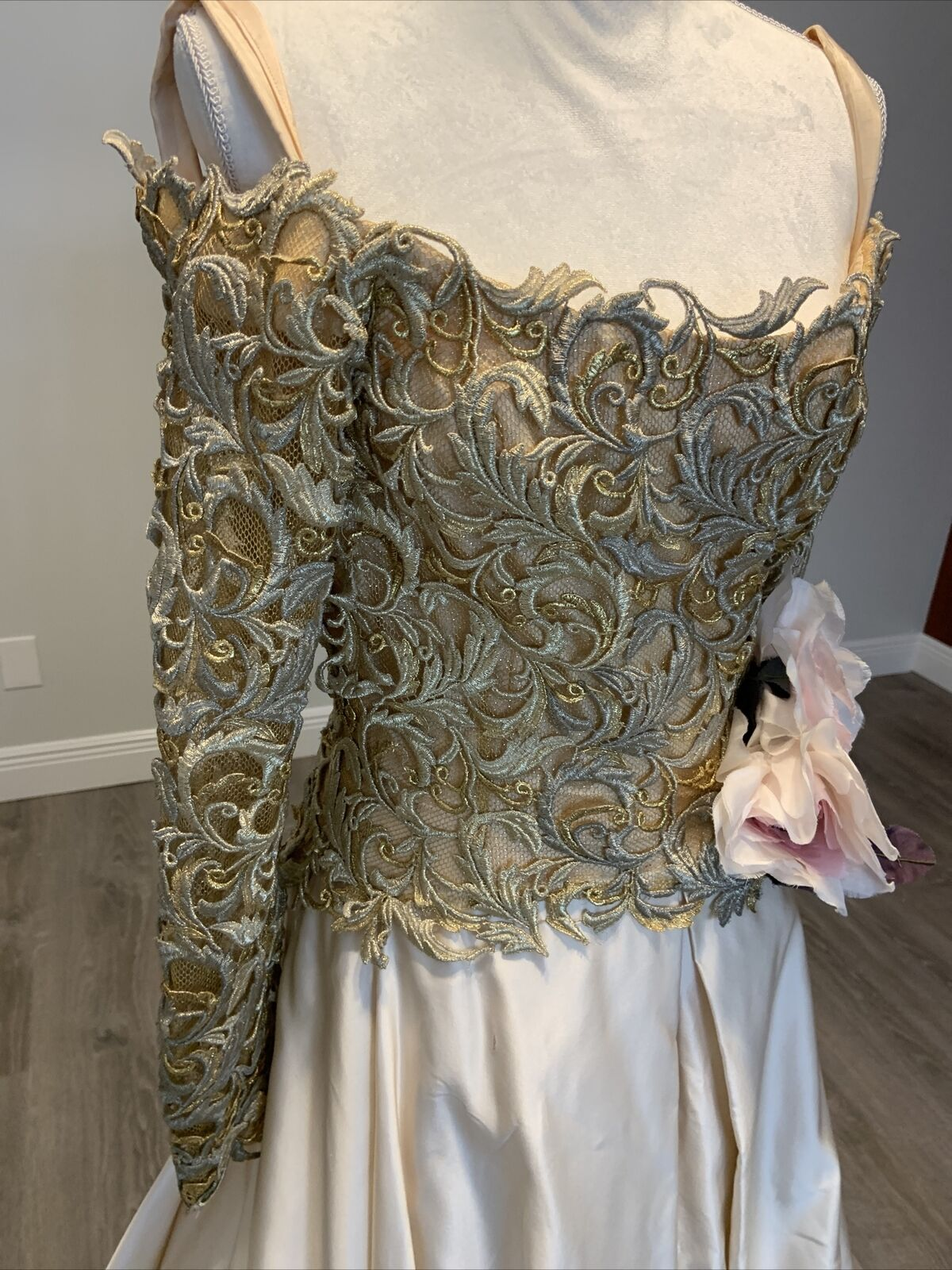 Arnold Scaasi Vtg Couture Gold Lace Gown with Ivo… - image 3