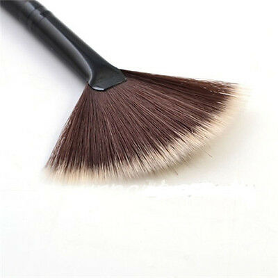 1Pc Portable Slim Fan Shape Powder Concealor Blending Foundation Makeup Brush ID