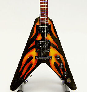 Master-of-Puppets-Fly-Fire-V-P147-496-Miniature-Guitar-Replica