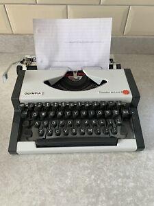 Vintage Olympia Traveller De Luxe S Portable Typewriter