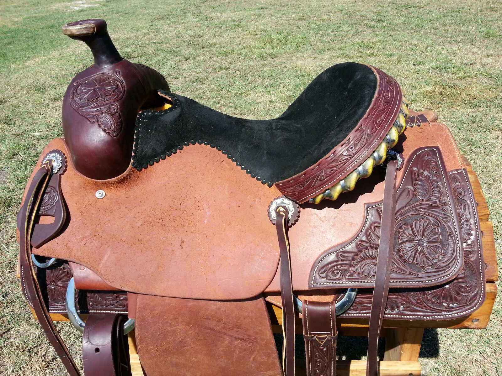15   Spur Saddlery Roping Saddle - Made in Texas  team promotions
