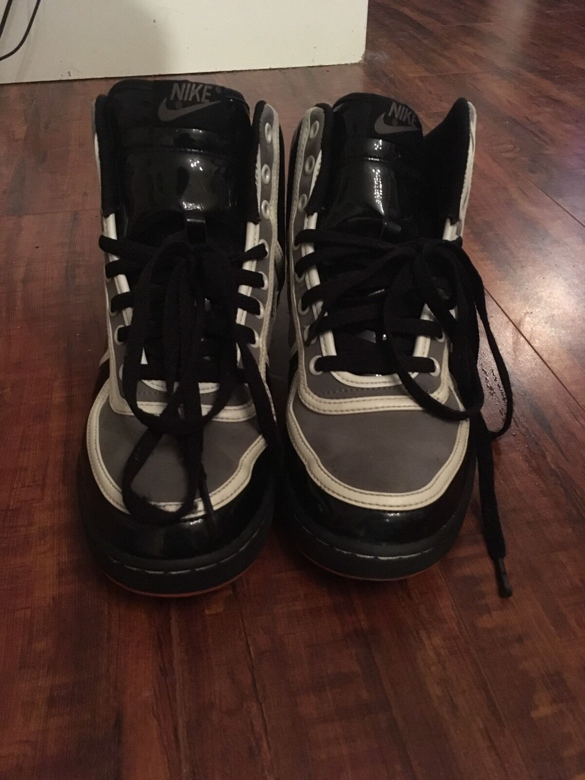 Men's  Nike High Tops Black/Grey/White 7.5 Athletic Shoes