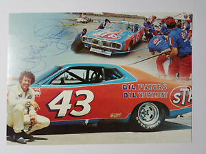 Richard-Petty-Signed-Photograph-of-the-NASCAR-Racer-034-The-King-034-with-His-Car