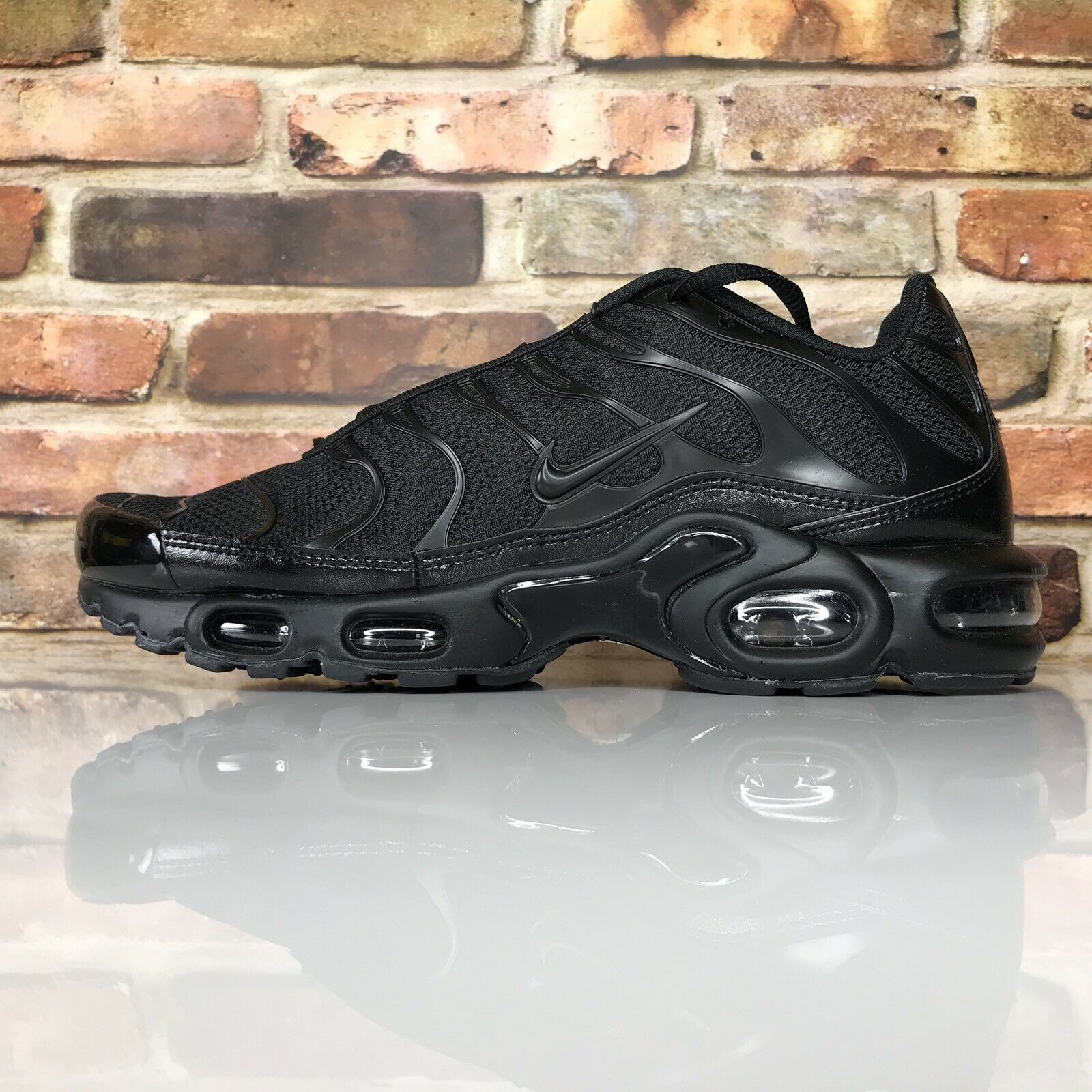 Nike Air Max Plus Mens Size 9 Triple Black 604133-050