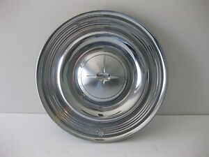 1957 OLDSMOBILE FULL HUBCAP RARE PIECE NICE  1950s OLDS  COOL CAR WALL ART TOO