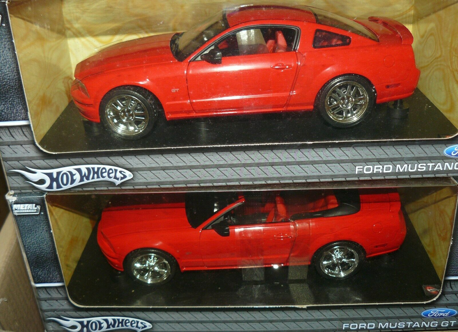 1 18 Piar de hot wheels rouge Mustangs, un coupé et un Cabriolet