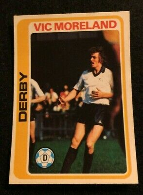 VIC HALOM TOPPS-FOOTBALL -#144- OLDHAM RED BACK 1977