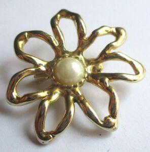 Broche Bijou Vintage Couleur Or Finement Ajourée Perle Nacrée 2992 Nouveau Design (En);