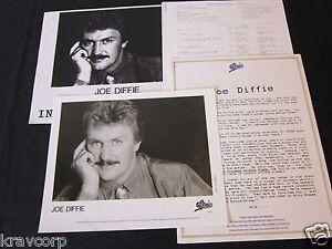 JOE-DIFFIE-A-THOUSAND-WINDING-ROADS-1990-PRESS-KIT-PHOTO