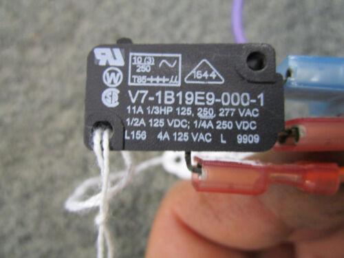 FRIGIDAIRE  REFRIGERATOR DISPENSER MICRO SWITCH 218479900 V7-1B19E9-00-1