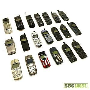 Mixed-Lot-of-20-Old-Cell-Phones-Nokia-Ericsson-Siemens-Toshiba-Samsung