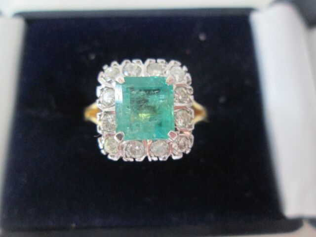 18ct Gold 2.5ct Princess Cut Emerald And Diamond Ring. Size M 1/2