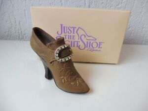 JUST-THE-RIGHT-SHOE-Teetering-Court-25014