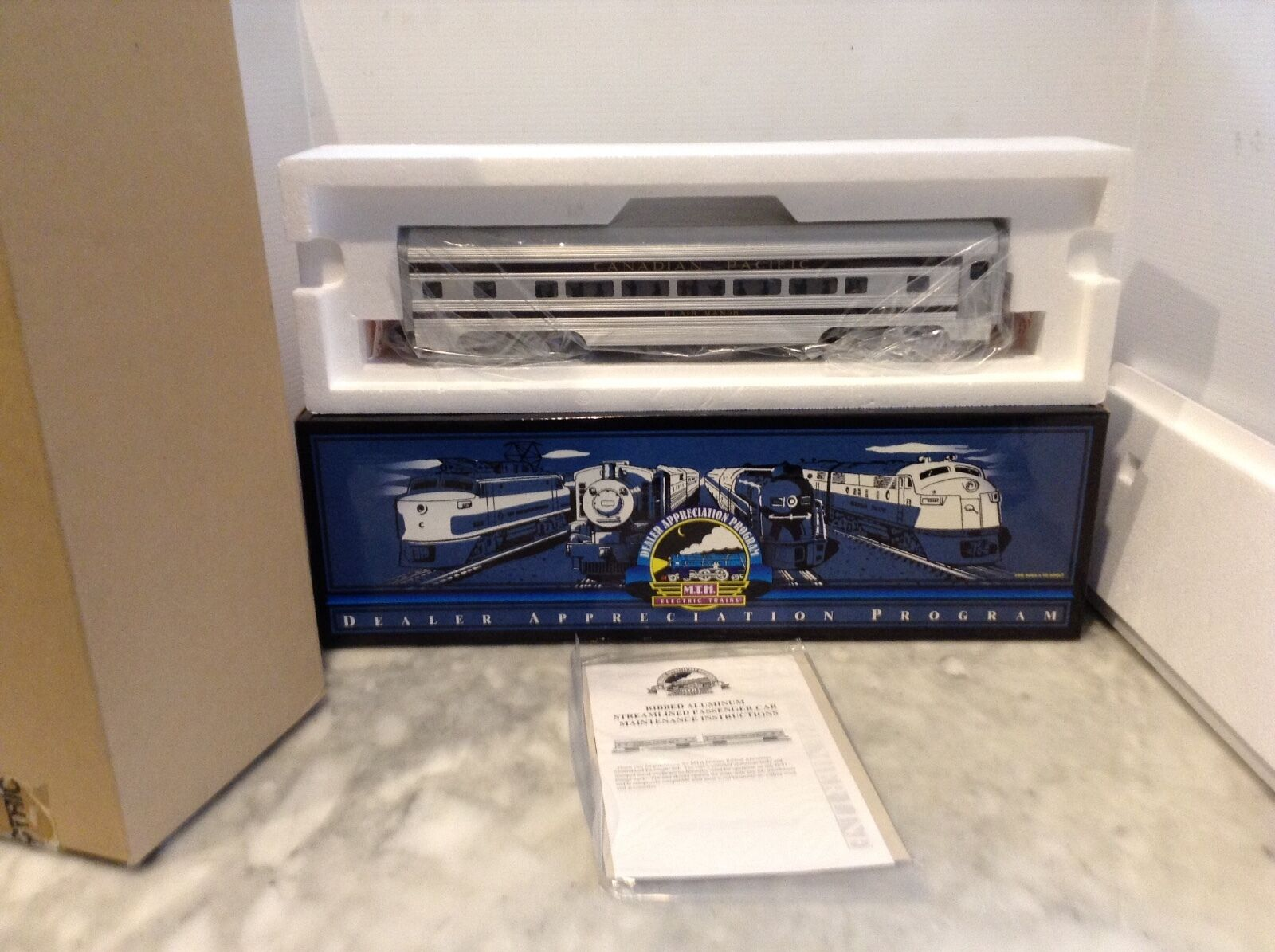 MTH  ALUMINUM PASSENGER auto  2080002G a CANADIAN PACIFIC nuovo  WOB