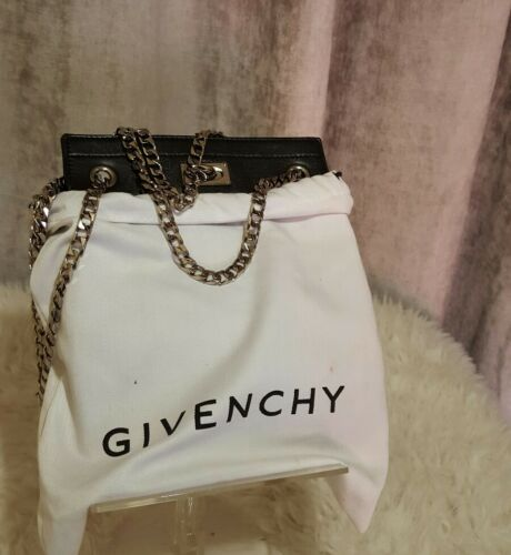 Stunning Givenchy chain small bag