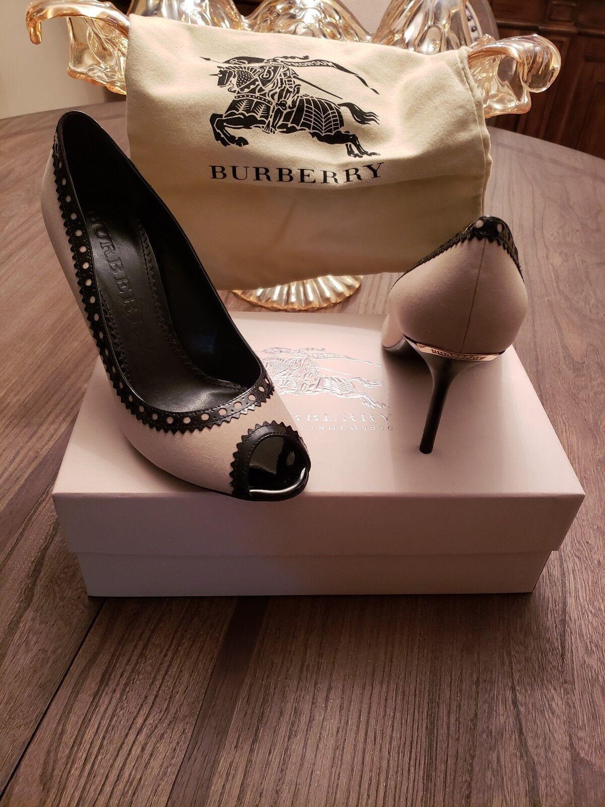 Burberry Brogue Stockton  Canvas &Patent Leather Pump,Dimensione 9.5  buon prezzo