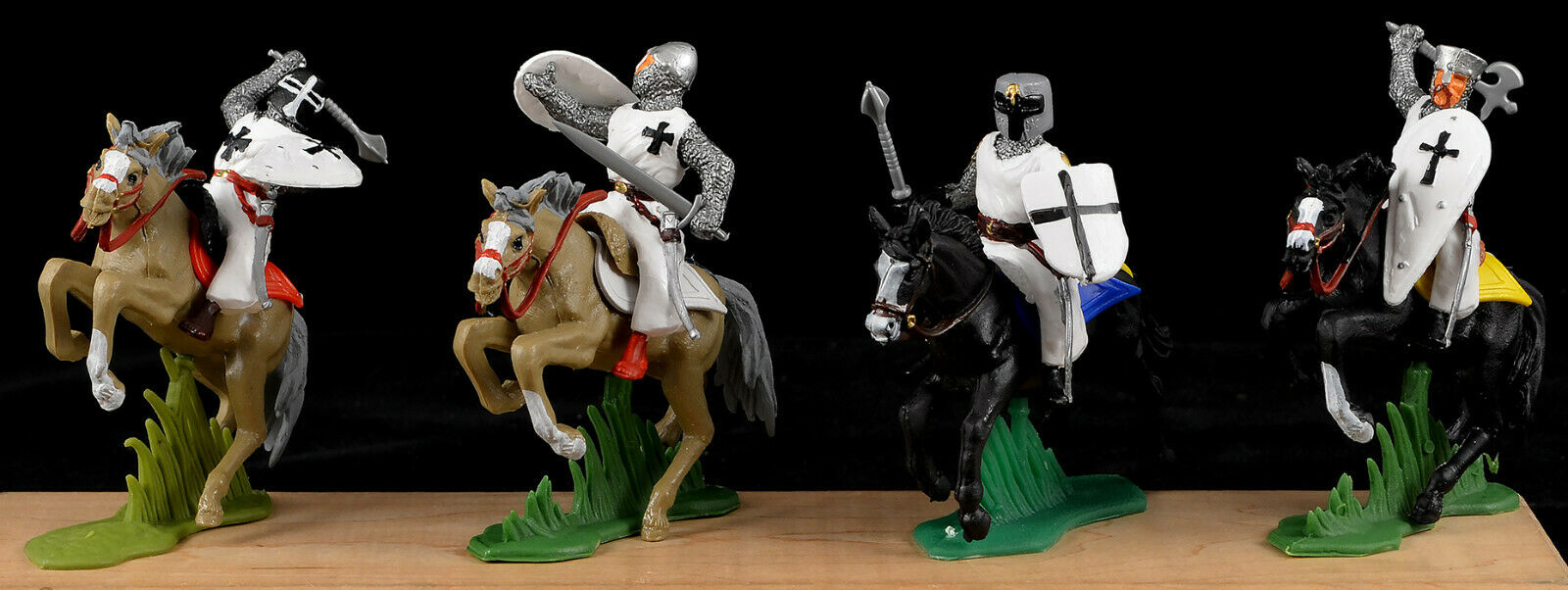 DSG Mounted Crusaders - Teutonic Knights - 54mm Painted Painted Plastic EXCLUSIVE